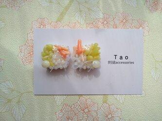 刺繍ピアス 珊瑚の画像