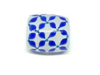 とんぼ玉*小花つなぎの帯留*乳白色×青の画像