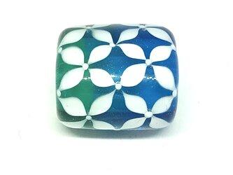 とんぼ玉*小花つなぎの帯留*ブルー×エメラルドグリーン×白の画像
