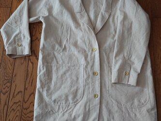 コットンリネンのロングジャケットの画像