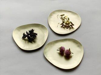 Stone S  ふぞろいの真鍮皿の画像