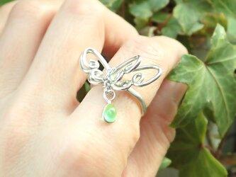 蝶のリング(ライトグリーン)の画像