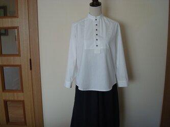 すっきりとコンパクト衿シャツ!の画像