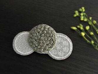 ドット刺繍ブローチ(カーキ)【受注制作】の画像