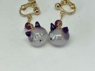 ネコのイヤリング*白×紫の耳×青い目の画像