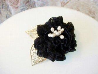 ニットの薔薇ブローチ(黒)の画像