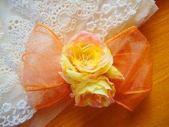 サーモンピンクのバラのバレッタの画像