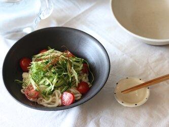 シンプルな麺鉢 黒の画像