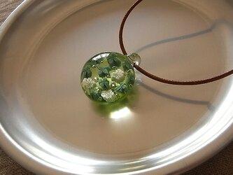 シロツメ草・ありあまる幸せ・ガラス球ネックレス・綿紐の画像