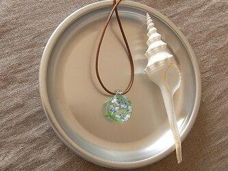 ソライロフウキンチョウ・ガラス球ネックレス・綿紐の画像