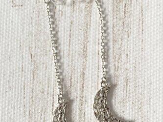 再販!三日月形デザイン枠のノンホールピアス・銀の画像