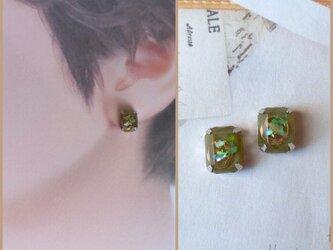 20p005 くすみグリーンの1粒宝石ピアス ホムポムの画像