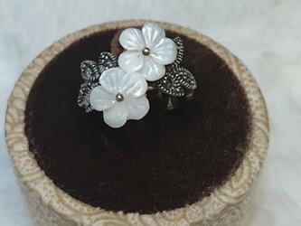マザーオブパールリング  flowersの画像