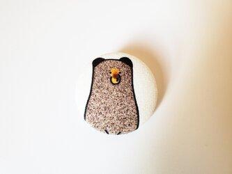 ヒグマのクリップ付きブローチの画像