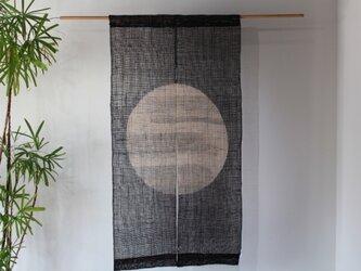 しな布調 ざっくり本麻墨染め 2連のれん(満月)の画像
