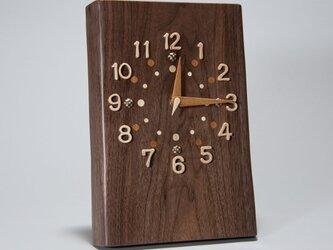 ウォールナットの掛け時計の画像