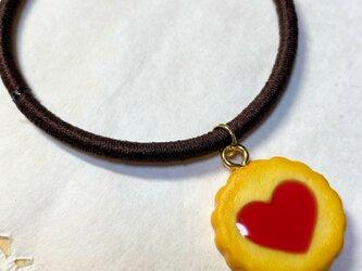 ハートいちごジャムクッキーのヘアゴムの画像