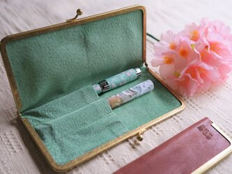 真鍮使いの口金ペンケース(3本用)/ピンク×リーフグリーンの画像