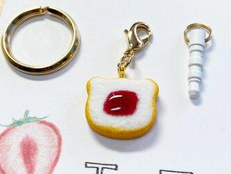 いちごジャムくま食ぱんのチャーム(イヤホンジャック)の画像