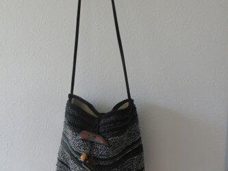 手編みのショルダーバッグの画像