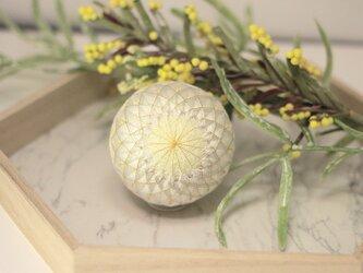 ジンジャーミルク手毬 お飾りの画像