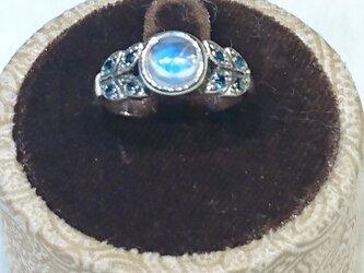 レインボームーンストーンリング circle & blue topazの画像