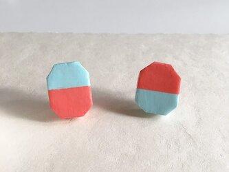 石塑粘土でつくった陶器のようなピアス(ハチカク・ベリーピンク&サックスブルー)の画像