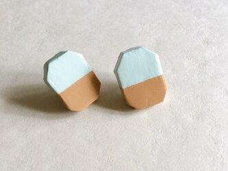 石塑粘土でつくった陶器のようなピアス(ハチカク・スカイブルー&ブラウン)の画像