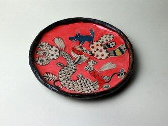 大きな花とグレーの犬の皿/ 瀬戸黒/ 色絵付け/ 花の器 / 犬の器/ 赤い皿 /かわいい食器 / 陶芸家つくる愉しい器の画像