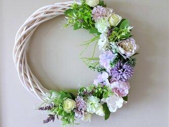 パープルのお花のリースの画像