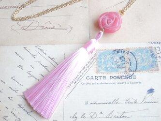 ネックレス ピンクの薔薇カービングのジェイドとロングタッセルの画像