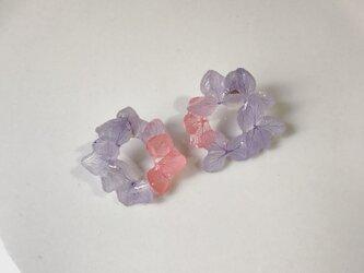紫陽花のリース型ピアスの画像