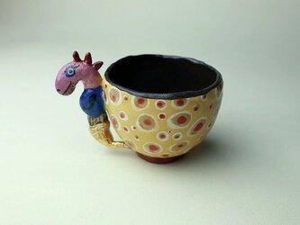 水玉と怪獣のカップ/陶芸家がつくるマグ/おしゃれで可愛いマグ/ユニークな器/瀬戸黒/色絵付け/マグ集めの画像