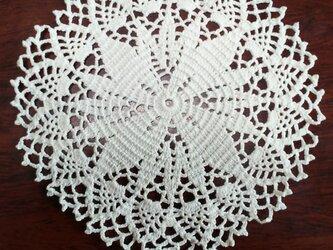 手編みレースドイリー直径約14㎝の画像