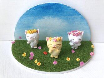 花かんむり猫さん クリーム色の画像