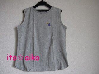 コットン100♪ムラサキの鳥とマスタードのリボン☆ノースリーブシャツ(グレー)の画像