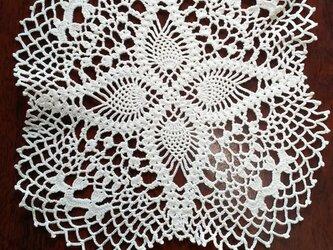 手編みレースドイリー約20㎝角の画像