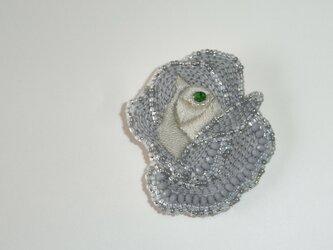 薔薇*灰×銀 ビーズ刺繍ブローチの画像