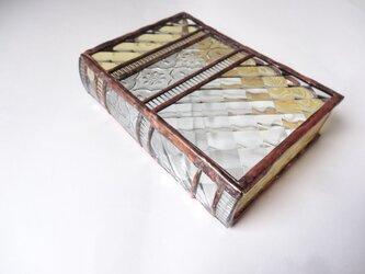 ステンドグラスの洋書BOXの画像