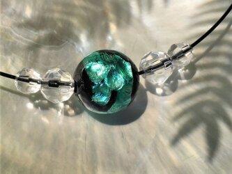 ネックレス ほたる玉 とんぼ玉 16mm シンプル ワイヤー 光る ガラスビーズ 沖縄 琉球 工芸 エメラルドグリーンの画像