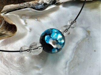 ネックレス ほたる玉 とんぼ玉 16mm シンプル ワイヤー 光る ガラスビーズ 沖縄 琉球 工芸 スカイブルーの画像