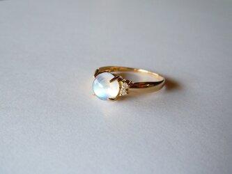 <訳あり>K18 メレダイヤ入りムーンストーンの指輪の画像