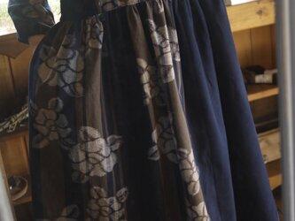 椿柄久留米絣ギャザーワンピースの画像