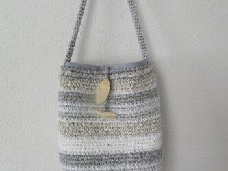 細編みのショルダーバッグの画像