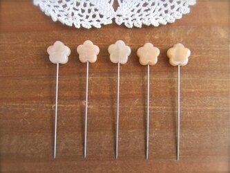 桜ビーズの待ち針 5本セット の画像