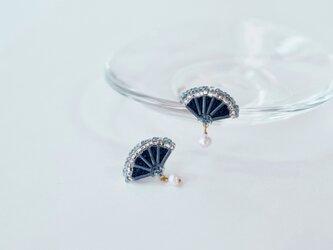 hirogari刺繍イヤリング blueの画像