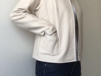 ラグランスリーブのカーディガンジャケットの画像