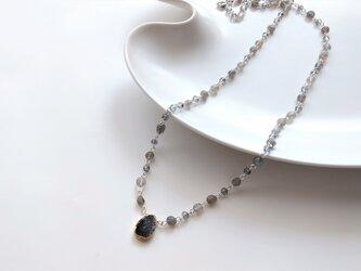 結晶のネックレスの画像