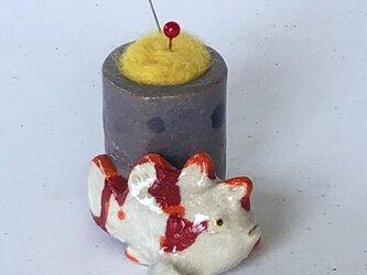 陶のスタンド「クマドリカエルアンコウ」の画像