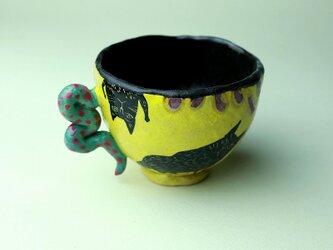 黒猫の黄色いカップ/陶芸家がつくるマグ/おしゃれで可愛いマグ/ユニークな器/瀬戸黒/色絵付け/マグ集めの画像